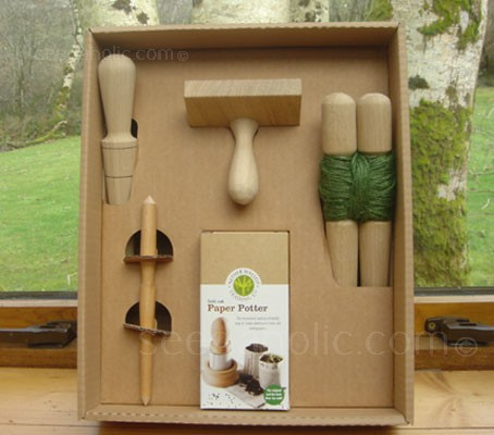 This well presented natural gift box holds a selection of useful tools for potting up seeds and planting seedlings.