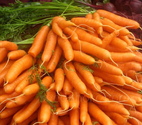 Carrot 'F1 Flyaway' is a Nantes type with 12 to 15cm cylindrical roots that are naturally succulent and sweet.